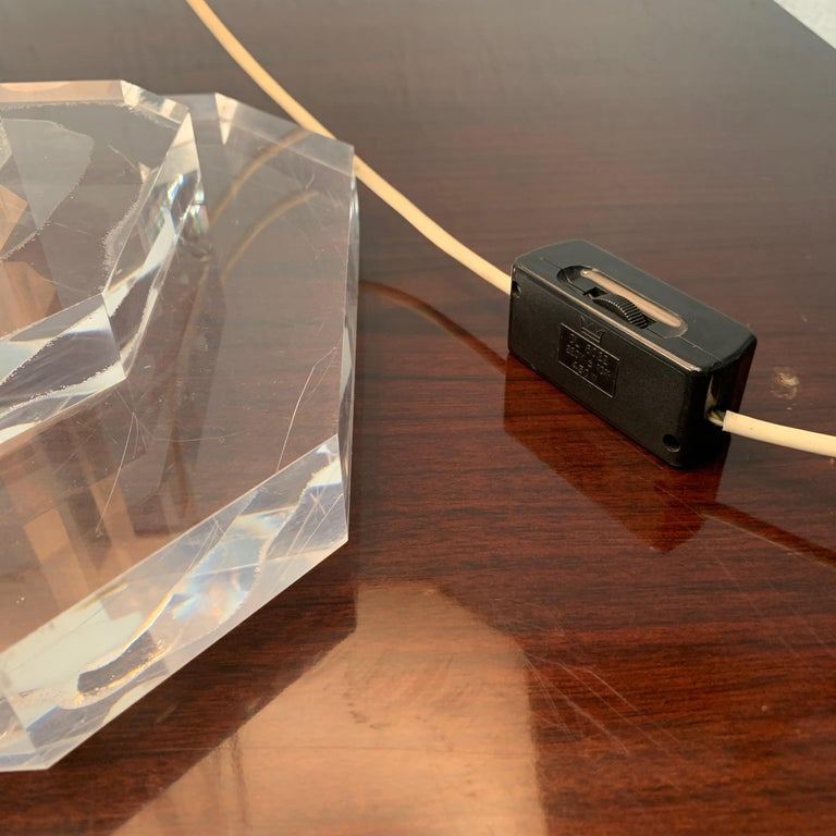 Mid-Century Modern Italian Table Lamp Lucite Plexiglass, Italy, 1970s For Sale 6