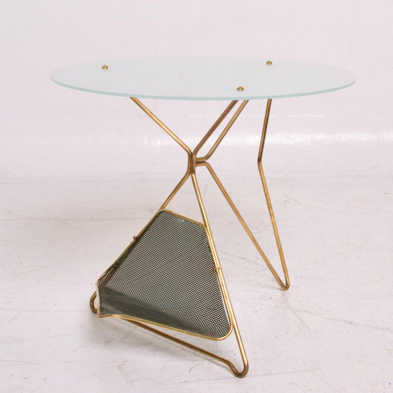 Mid-Century Modern Italian Table with Magazine Holder For Sale 1