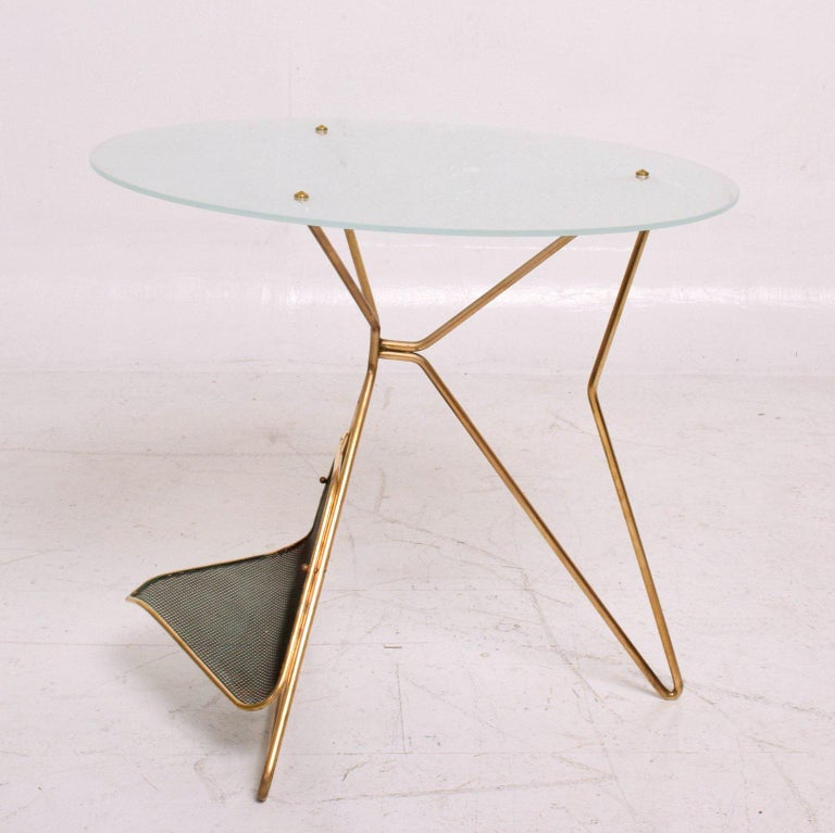 Mid-Century Modern Italian Table with Magazine Holder For Sale 2