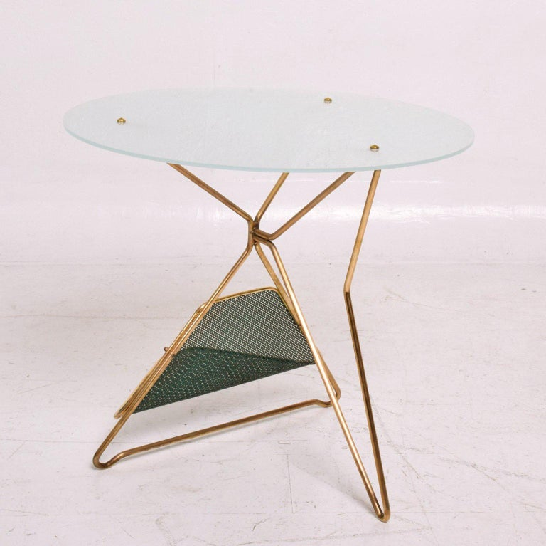 Mid-Century Modern Italian Table with Magazine Holder For Sale 3