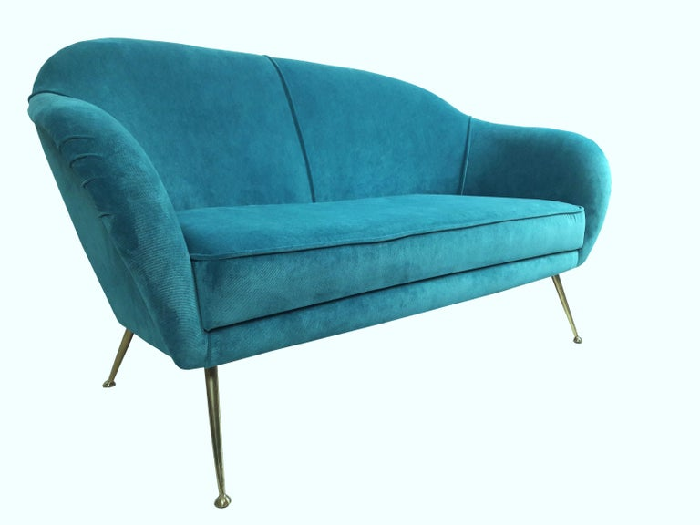 Mid-Century Modern Italian Turquoise Velvet Sofa, 1950s In Excellent Condition For Sale In Cassina de'Pecchi, IT