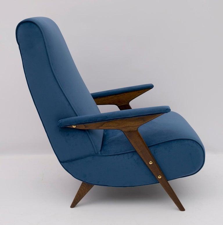 Mid-Century Modern Italian Velvet Armchair, 1950s For Sale 2