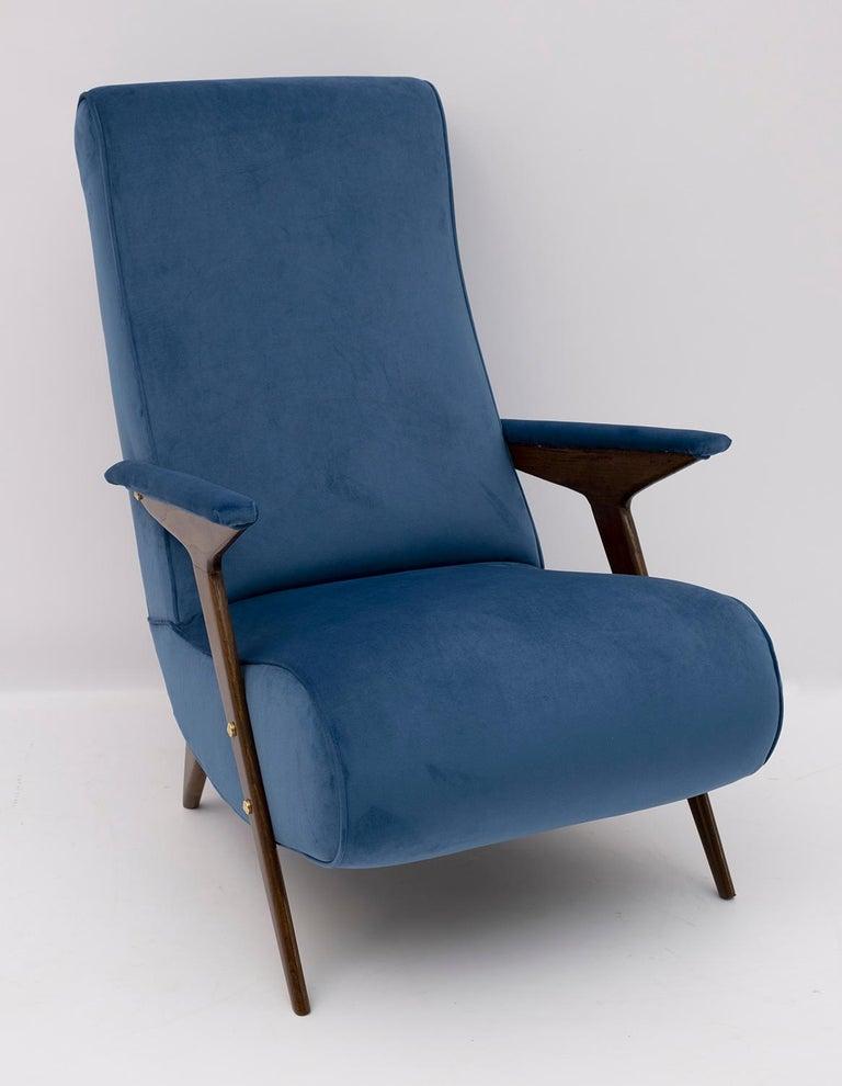 Mid-Century Modern Italian Velvet Armchair, 1950s For Sale 3