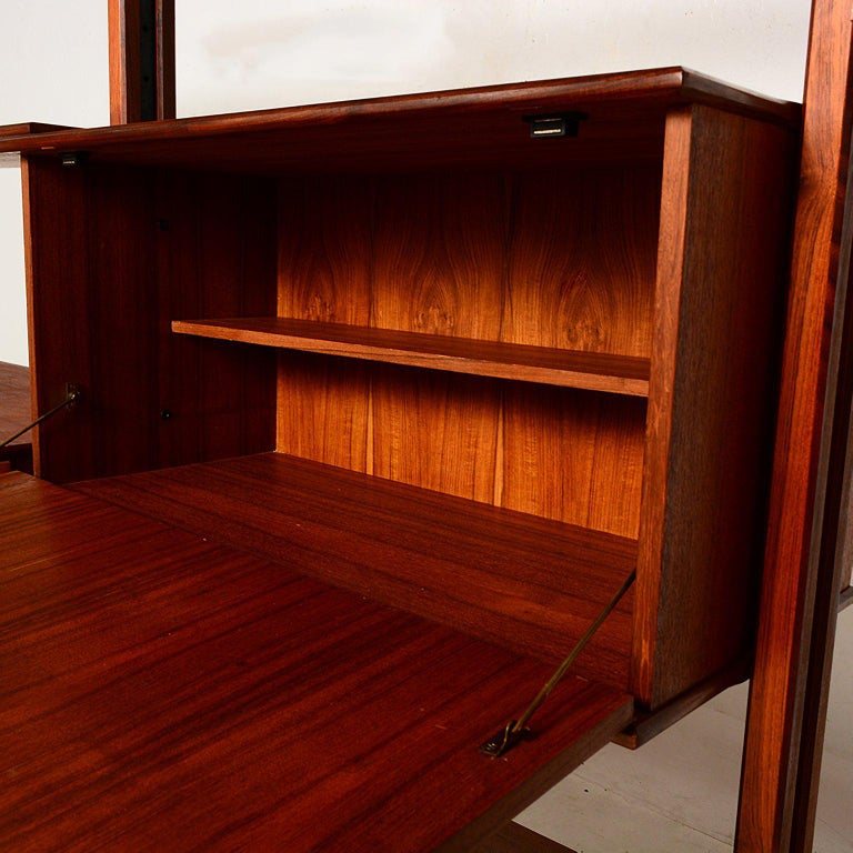 Mid-Century Modern Italian Wall Unit In Good Condition For Sale In National City, CA