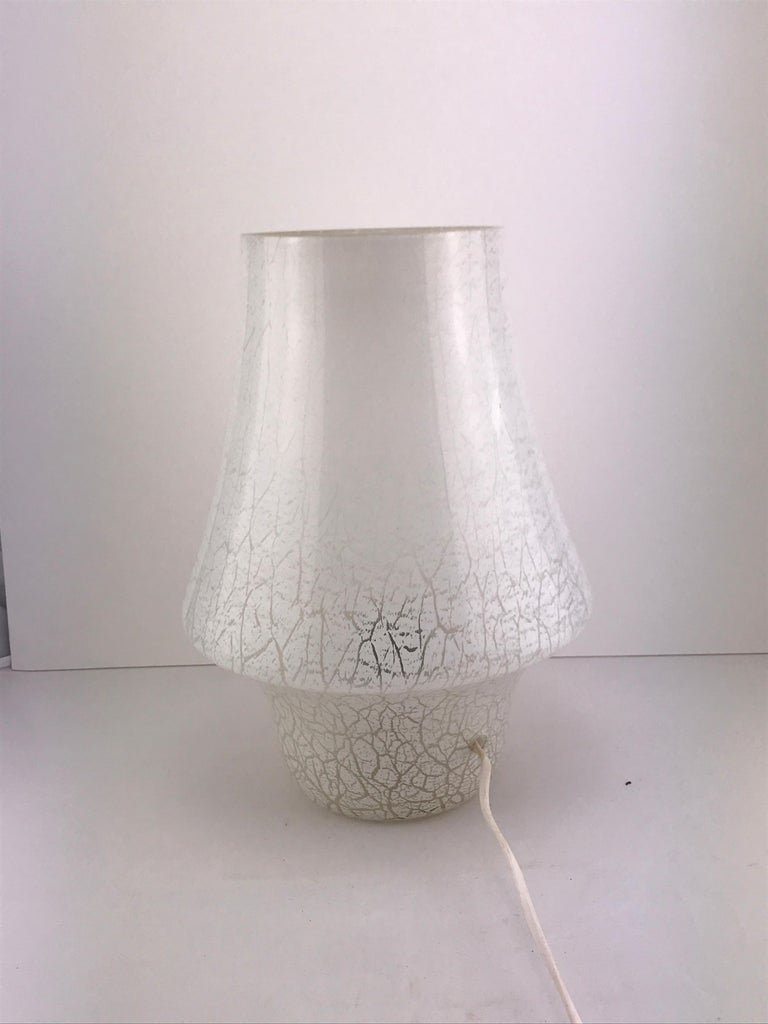 Mid-Century Modern Italian White Murano Glass Mushroom Table Lamp, 1960s In Good Condition For Sale In Byron Bay, NSW