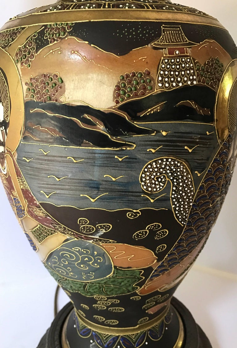 Mid-Century Modern Japanese Satsuma Urn Vessel Table Lamp In Excellent Condition For Sale In West Hartford, CT