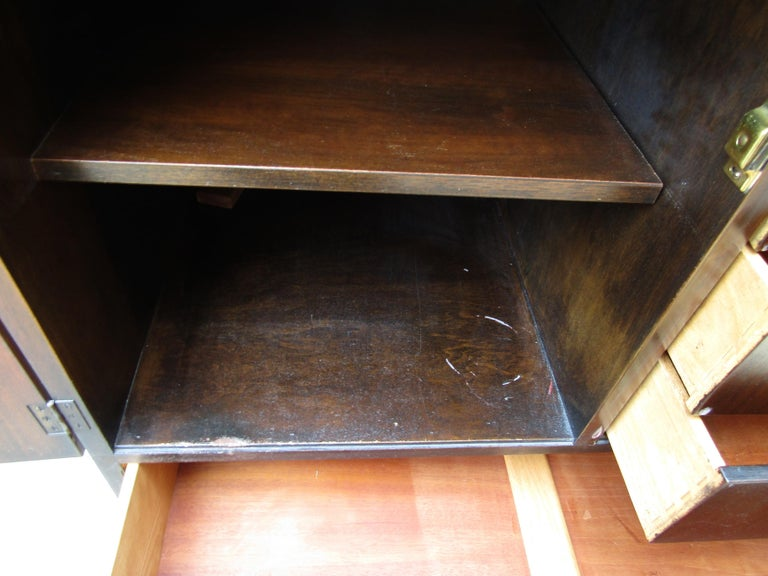 Mid-Century Modern John Stuart Cabinet For Sale 7