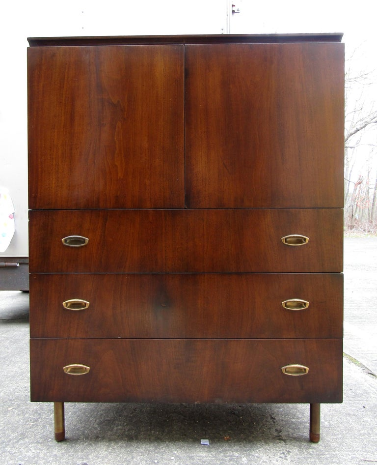 Mid-Century Modern John Stuart Cabinet In Good Condition For Sale In Brooklyn, NY