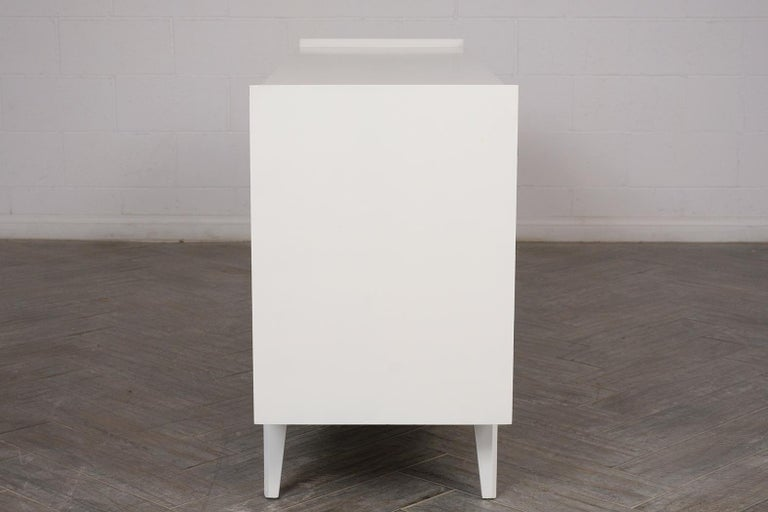 Mid-Century Modern Lacquered Chest of Drawers For Sale 2