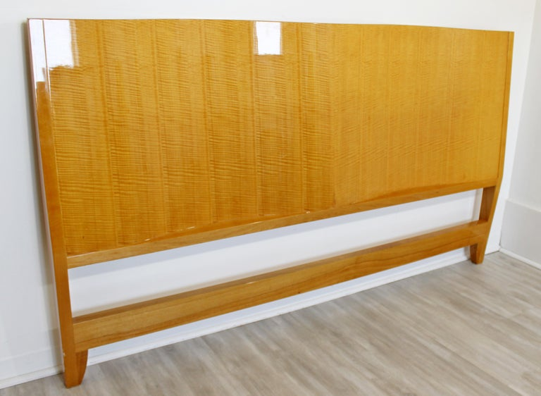 Mid-Century Modern Lacquered Maple Wavy Curved King Size Headboard, 1970s In Good Condition For Sale In Keego Harbor, MI