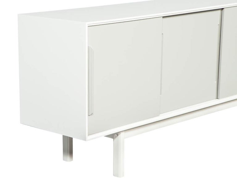 Mid-Century Modern Lacquered Sideboard Media Cabinet For Sale 4