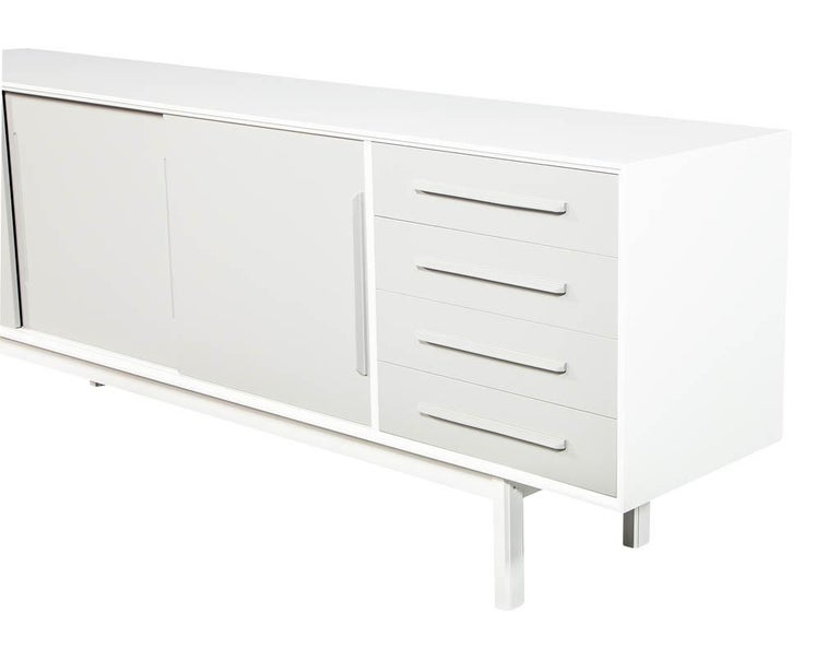 Mid-Century Modern Lacquered Sideboard Media Cabinet For Sale 6
