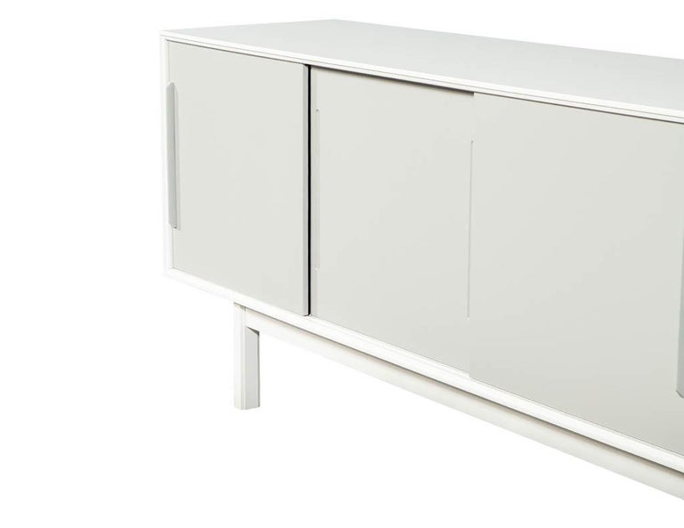 Mid-Century Modern Lacquered Sideboard Media Cabinet For Sale 7