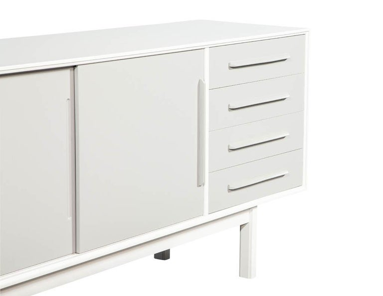 Mid-Century Modern Lacquered Sideboard Media Cabinet For Sale 3