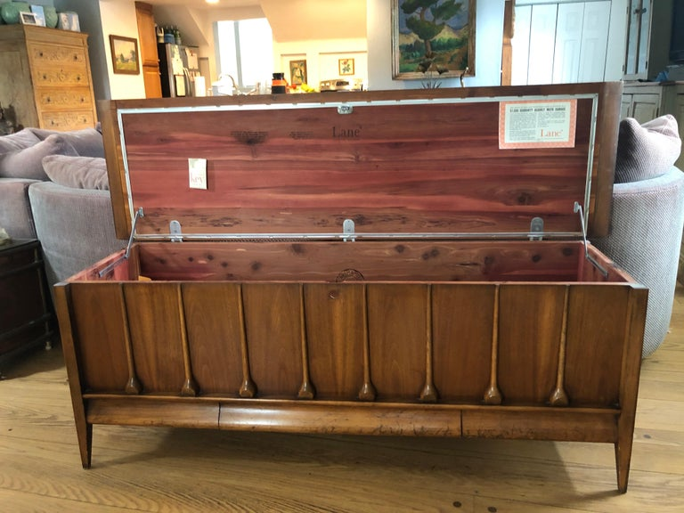 Mid-Century Modern Lane Cedar Chest In Good Condition In Redding, CT