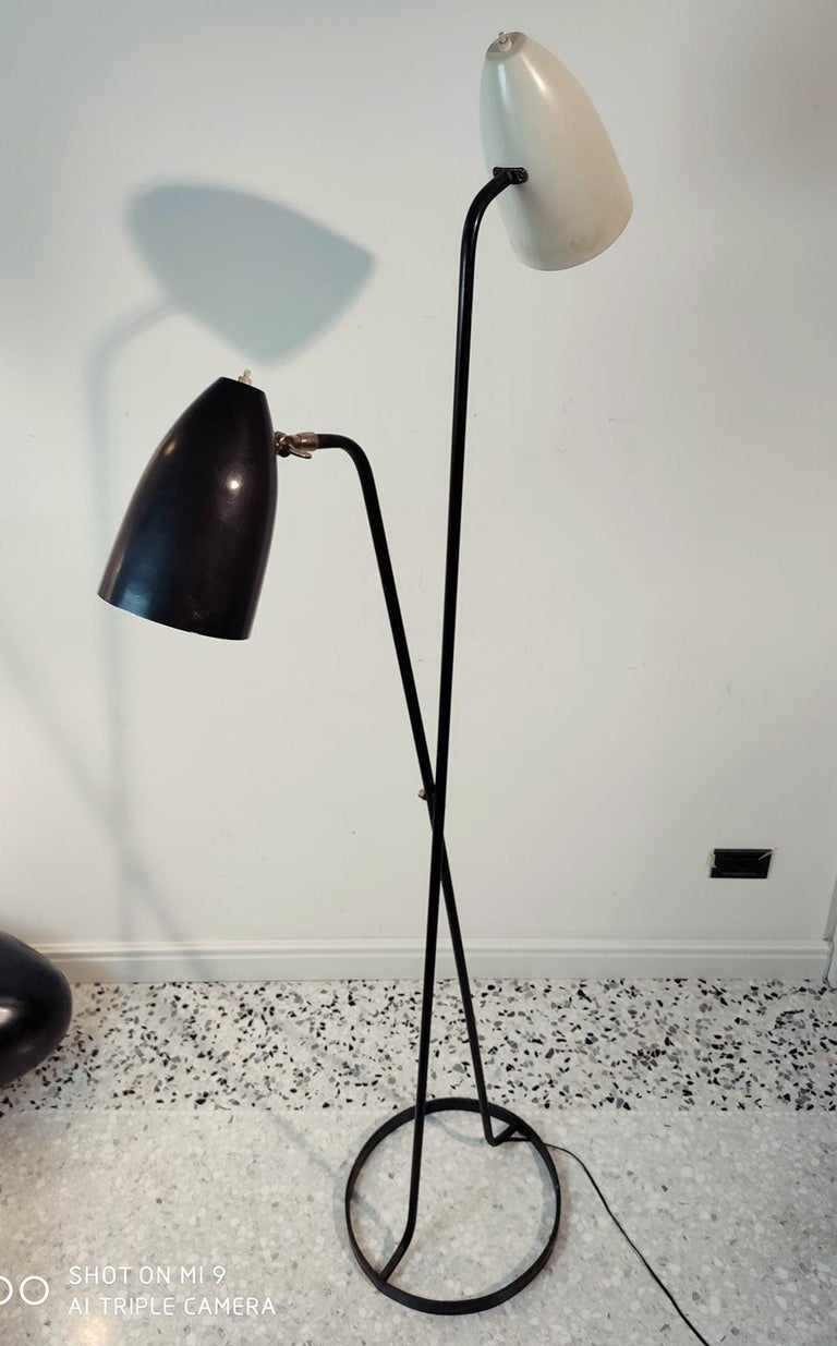 Mid-Century Modern Large Black and White Floorlamp by Stilnovo, Milano, 1950s In Good Condition For Sale In Milano, IT