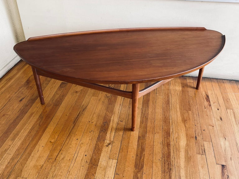 Beautiful large coffee table designed by Finn Juhl for Baker Furniture, circa 1950's nice condition in walnut finish raised edge and medallion mark.
