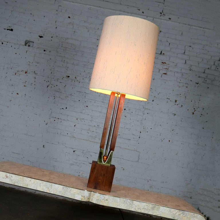 Mid-Century Modern Large Scale Walnut & Brass Lamp Attributed to Laurel Lamp Mfg For Sale 6