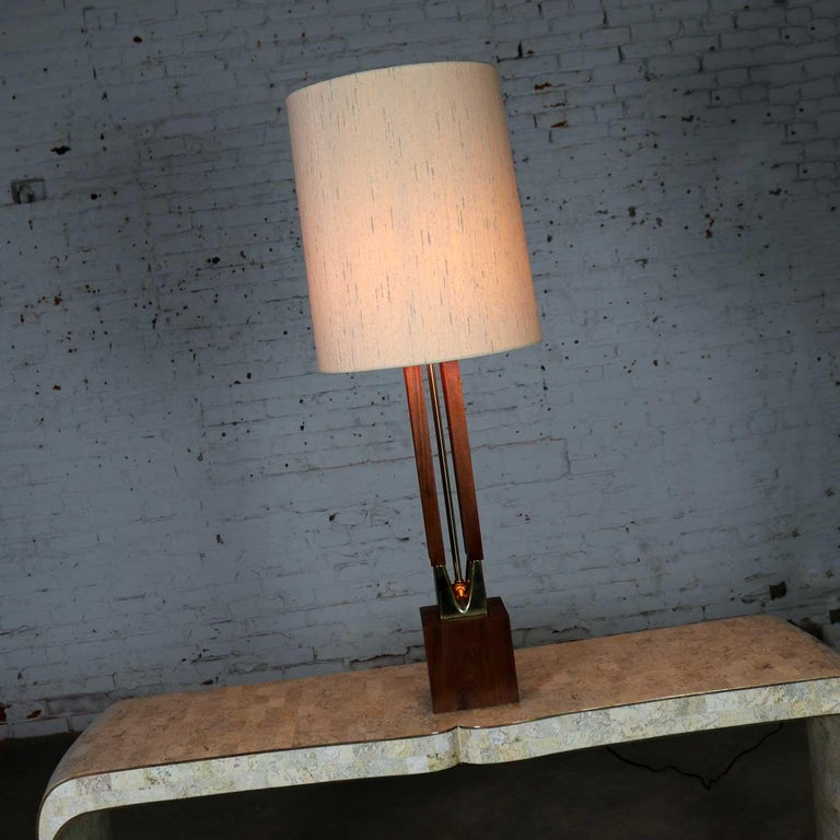 Mid-Century Modern Large Scale Walnut & Brass Lamp Attributed to Laurel Lamp Mfg For Sale 7