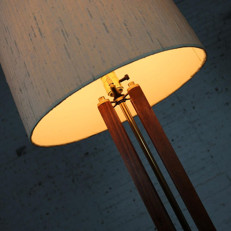 Mid-Century Modern Large Scale Walnut & Brass Lamp Attributed to Laurel Lamp Mfg For Sale 8