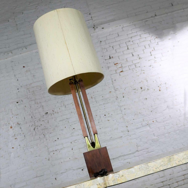20th Century Mid-Century Modern Large Scale Walnut & Brass Lamp Attributed to Laurel Lamp Mfg For Sale