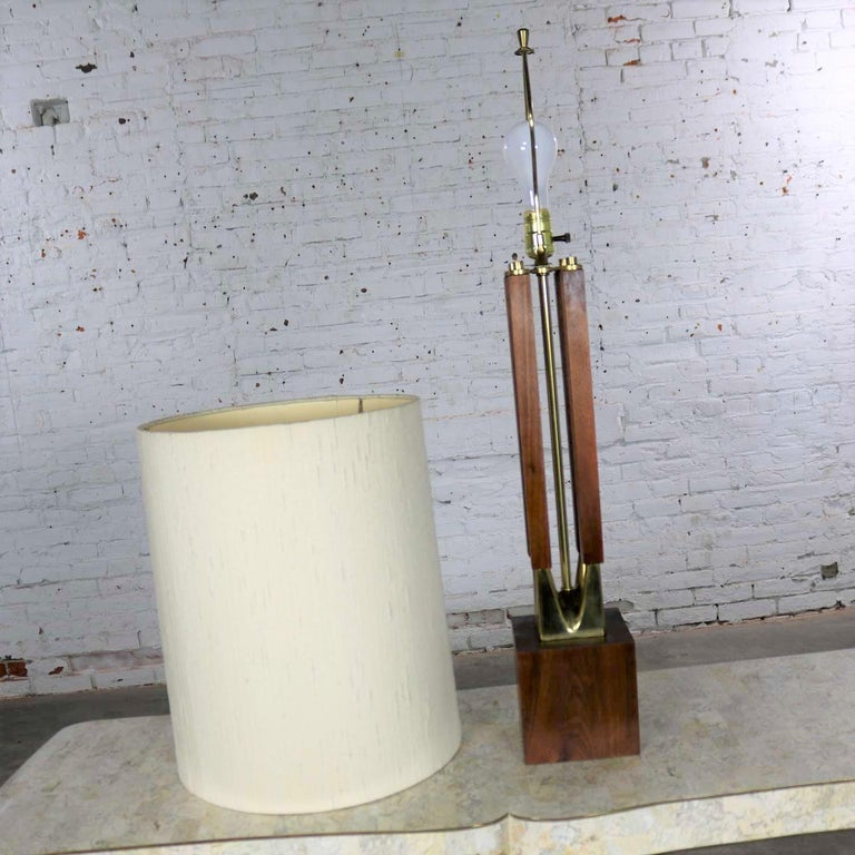 Mid-Century Modern Large Scale Walnut & Brass Lamp Attributed to Laurel Lamp Mfg For Sale 3