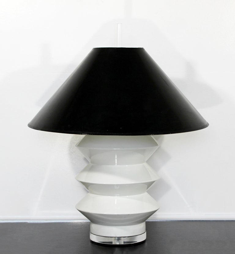 Mid-Century Modern Large White Ceramic Brass and Lucite Architectural Lamp Bauer For Sale 2