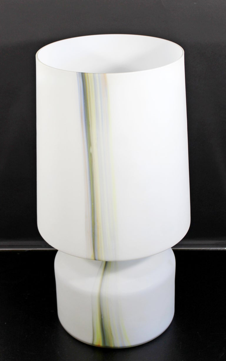 Mid-Century Modern Large White Murano Glass Table Lamp, 1970s, Italy In Good Condition For Sale In Keego Harbor, MI