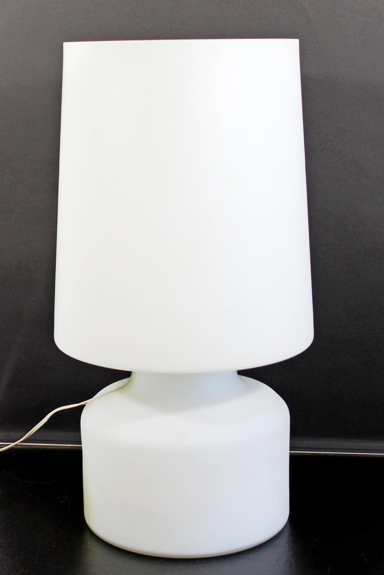 Mid-Century Modern Large White Murano Glass Table Lamp, 1970s, Italy For Sale 2