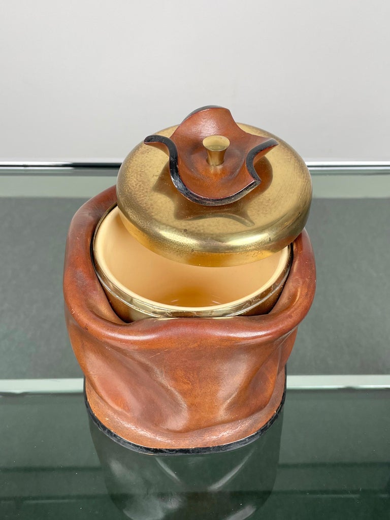Mid-Century Modern Leather and Brass Ice Bucket, Italy, 1970s In Good Condition For Sale In Rome, IT