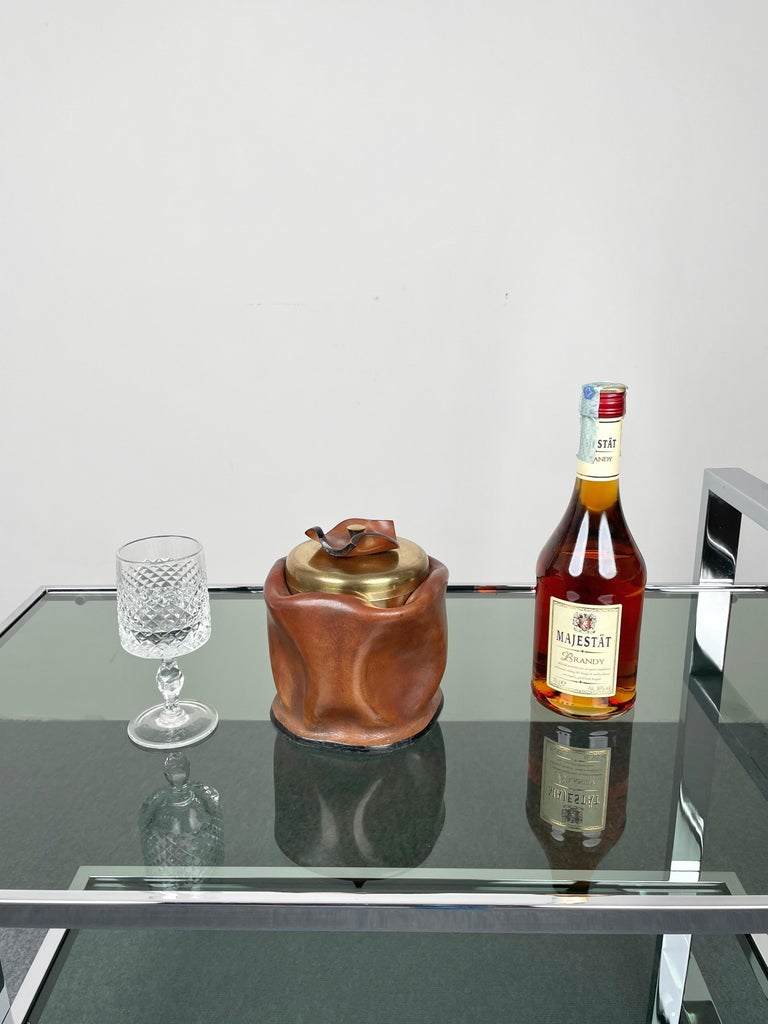 Mid-Century Modern Leather and Brass Ice Bucket, Italy, 1970s For Sale 1