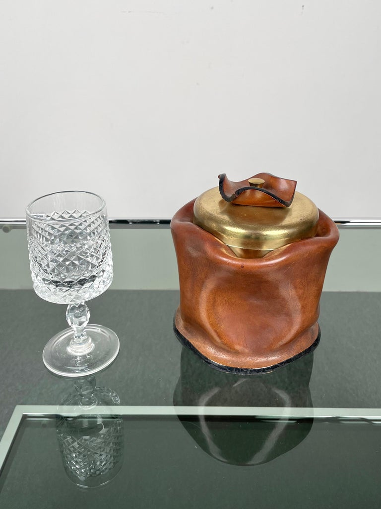 Mid-Century Modern Leather and Brass Ice Bucket, Italy, 1970s For Sale 3