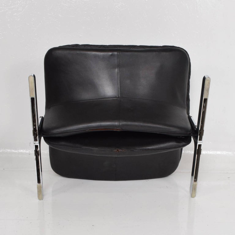 Mid-Century Modern Leather Lounge Chair and Ottoman by Ammanati & Vitelli  For Sale 9