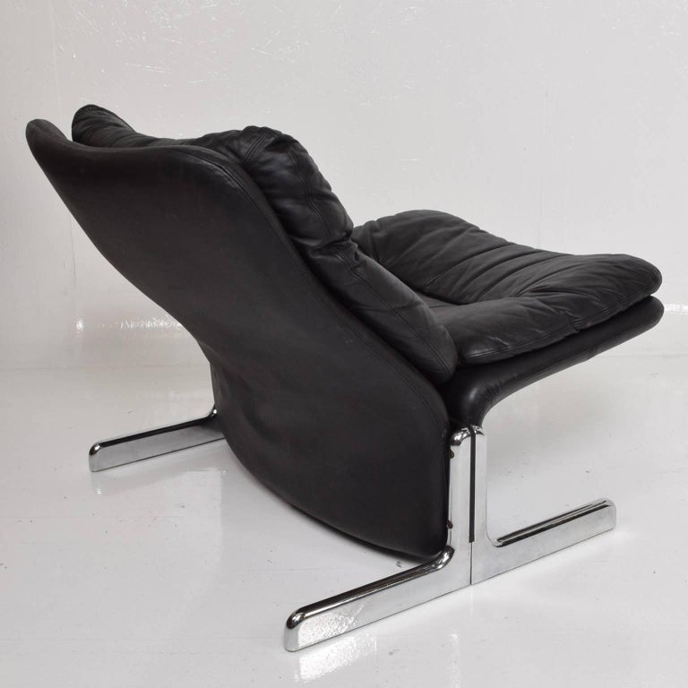 Italian Mid-Century Modern Leather Lounge Chair and Ottoman by Ammanati & Vitelli  For Sale