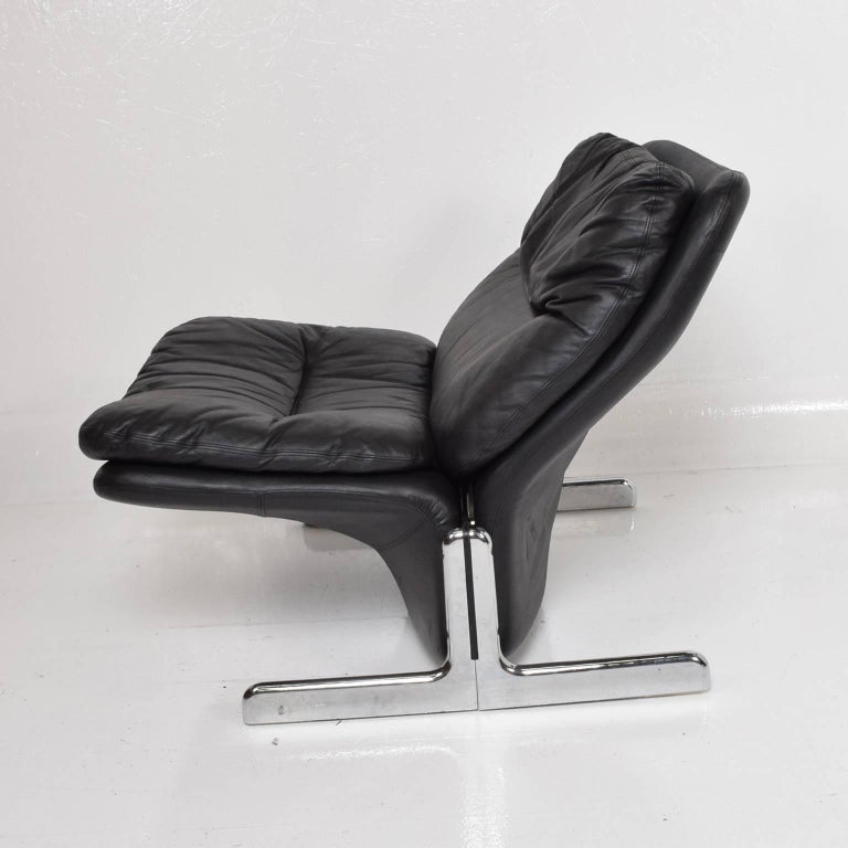 Mid-Century Modern Leather Lounge Chair and Ottoman by Ammanati & Vitelli  For Sale 1