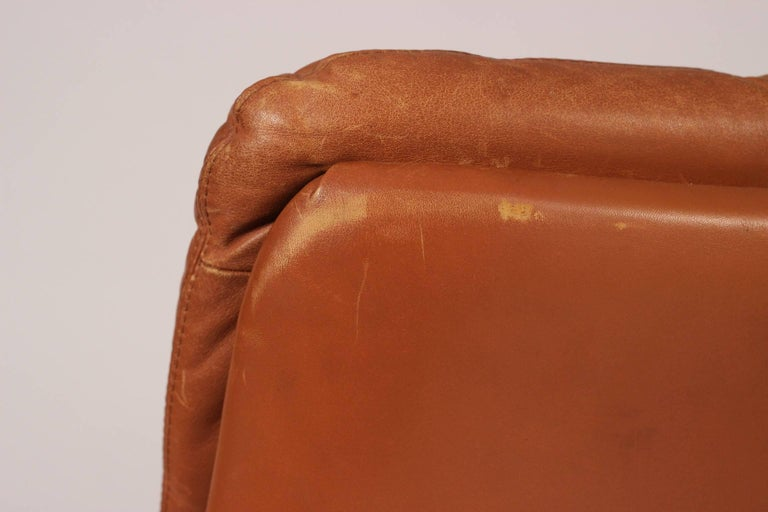 Mid-Century Modern Swivel Lounge Chair Designed by André Vandenbeuck For Sale 6