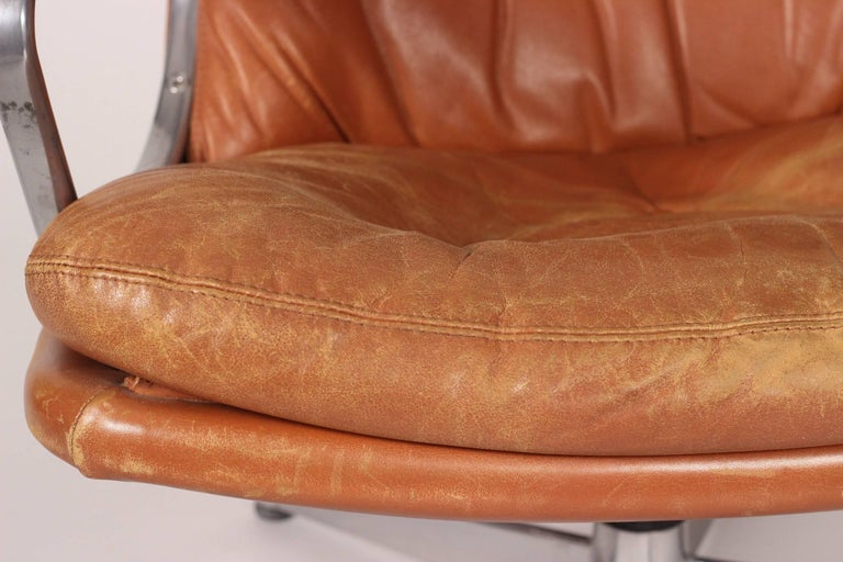 Mid-Century Modern Swivel Lounge Chair Designed by André Vandenbeuck For Sale 7