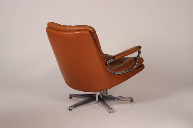 Swiss Mid-Century Modern Swivel Lounge Chair Designed by André Vandenbeuck For Sale