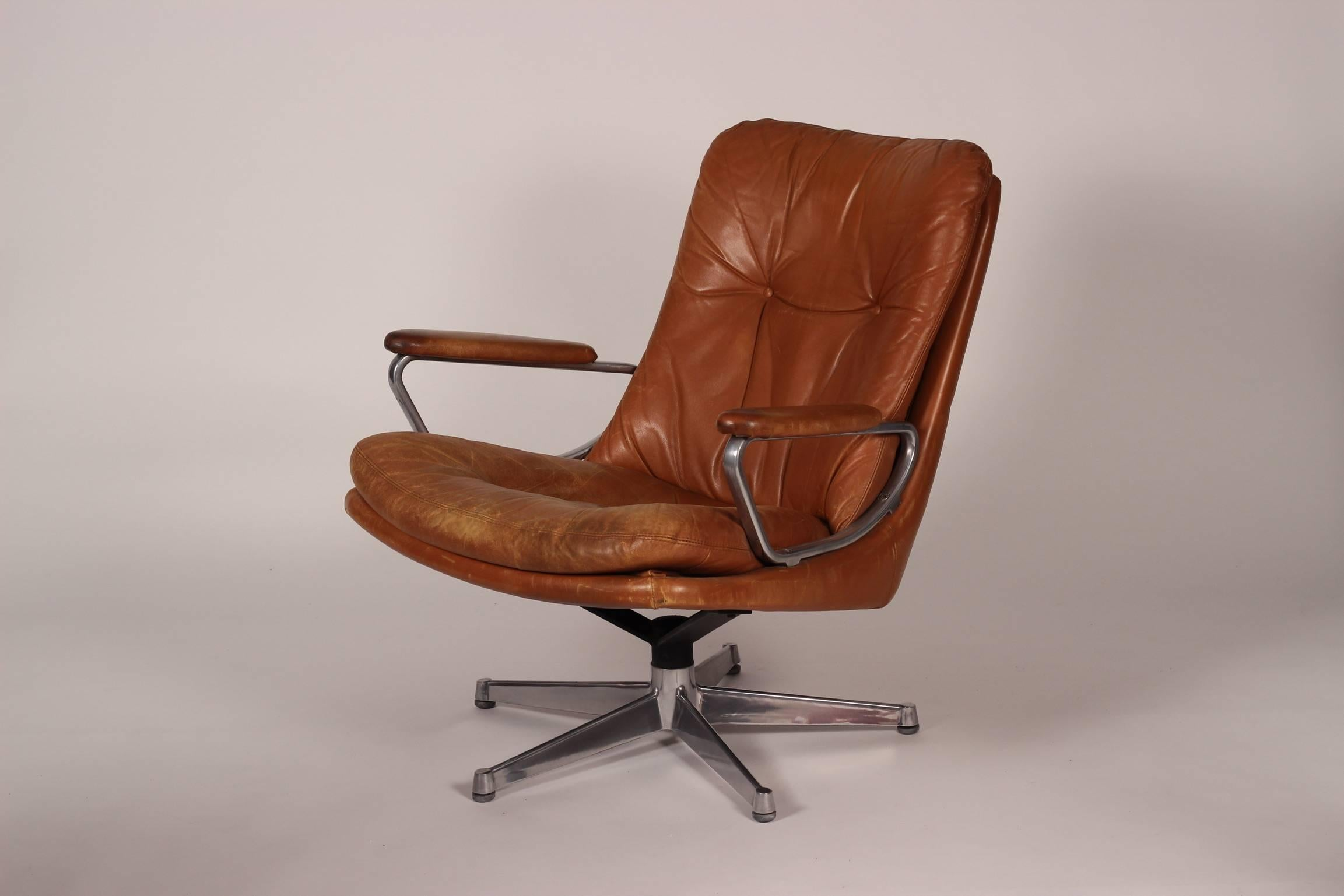 Mid Century Modern Leather Lounge Chair Designed By André Vandenbeuck In  Good Condition For Sale