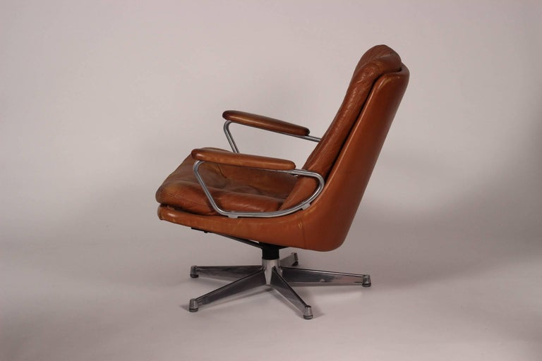 Mid-20th Century Mid-Century Modern Swivel Lounge Chair Designed by André Vandenbeuck For Sale