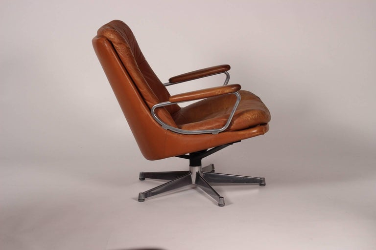Aluminum Mid-Century Modern Swivel Lounge Chair Designed by André Vandenbeuck For Sale