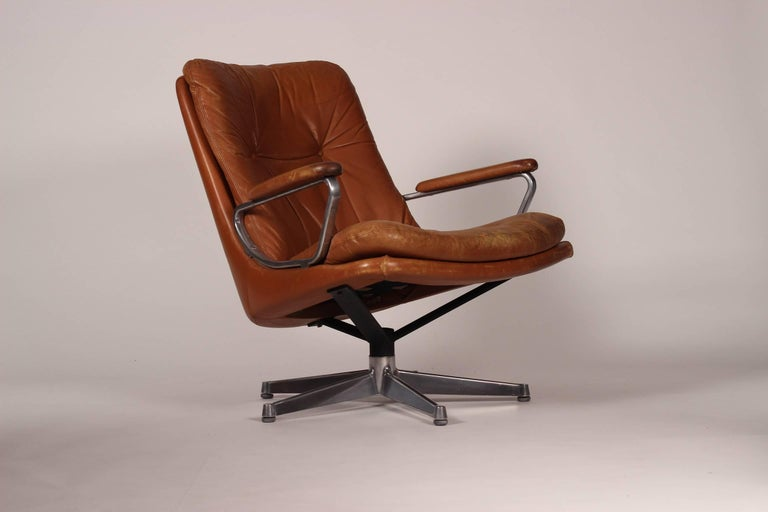 Mid-Century Modern Swivel Lounge Chair Designed by André Vandenbeuck For Sale 1