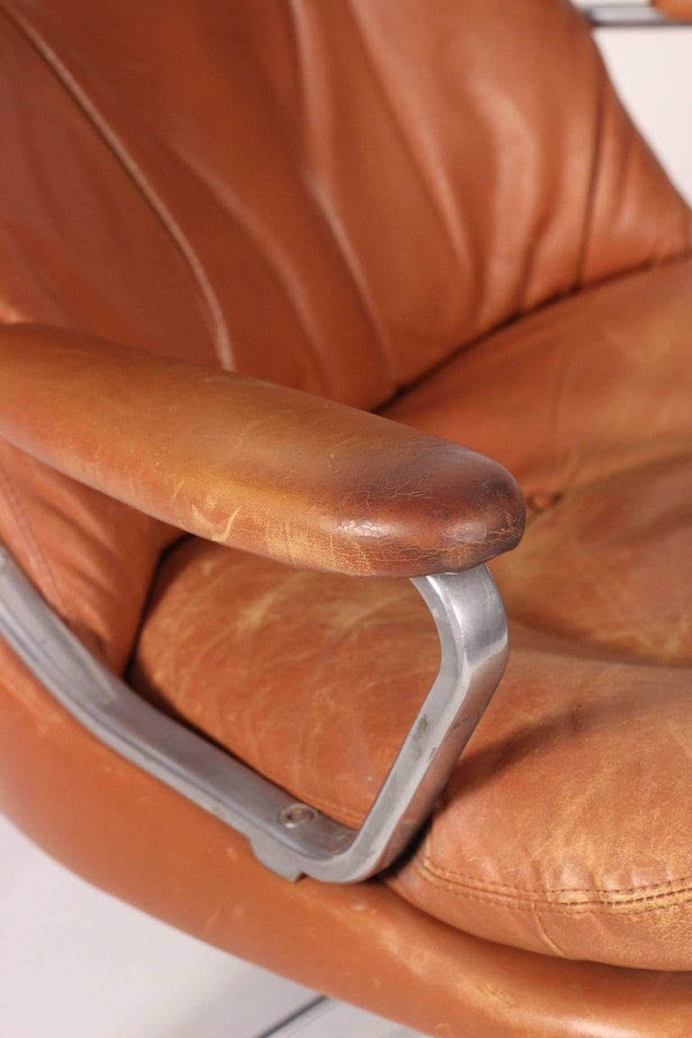Mid-Century Modern Swivel Lounge Chair Designed by André Vandenbeuck For Sale 2