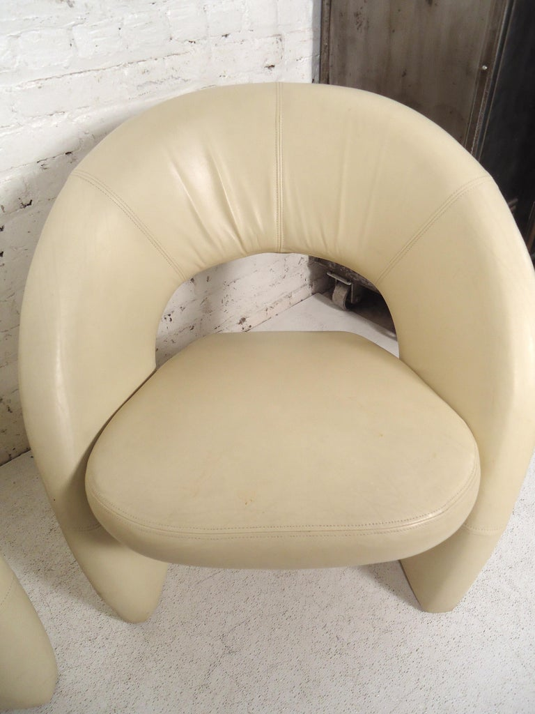 Mid-Century Modern Leather Lounge Chairs In Good Condition For Sale In Brooklyn, NY