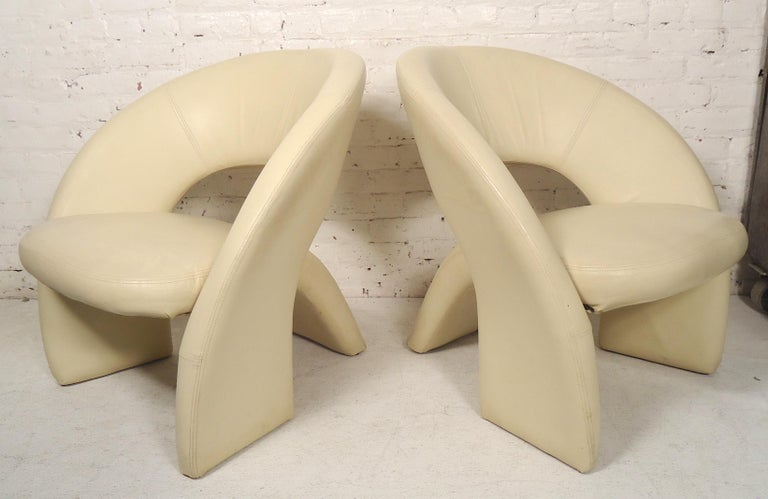 Mid-Century Modern Leather Lounge Chairs For Sale 1