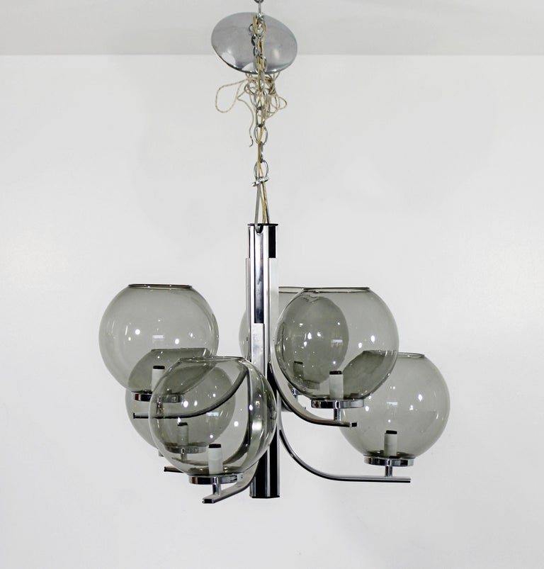 For your consideration is a fantastic, chrome chandelier, with six smoked glass globes by Lightolier, circa 1970s. In very good condition. The dimensions are 20