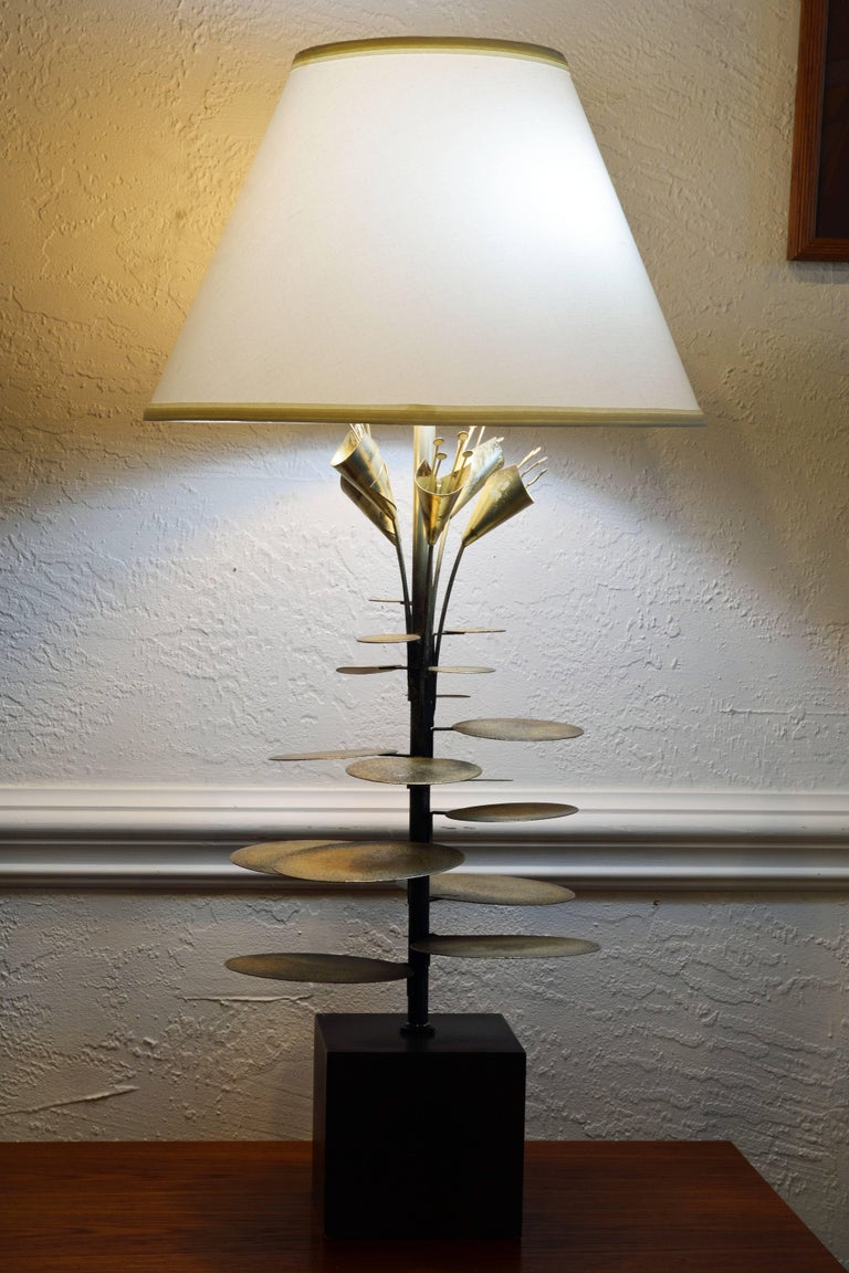 American Mid-Century Modern Lilly Pad Silvered Sculptural Table Lamp Style of Curtis Jere For Sale
