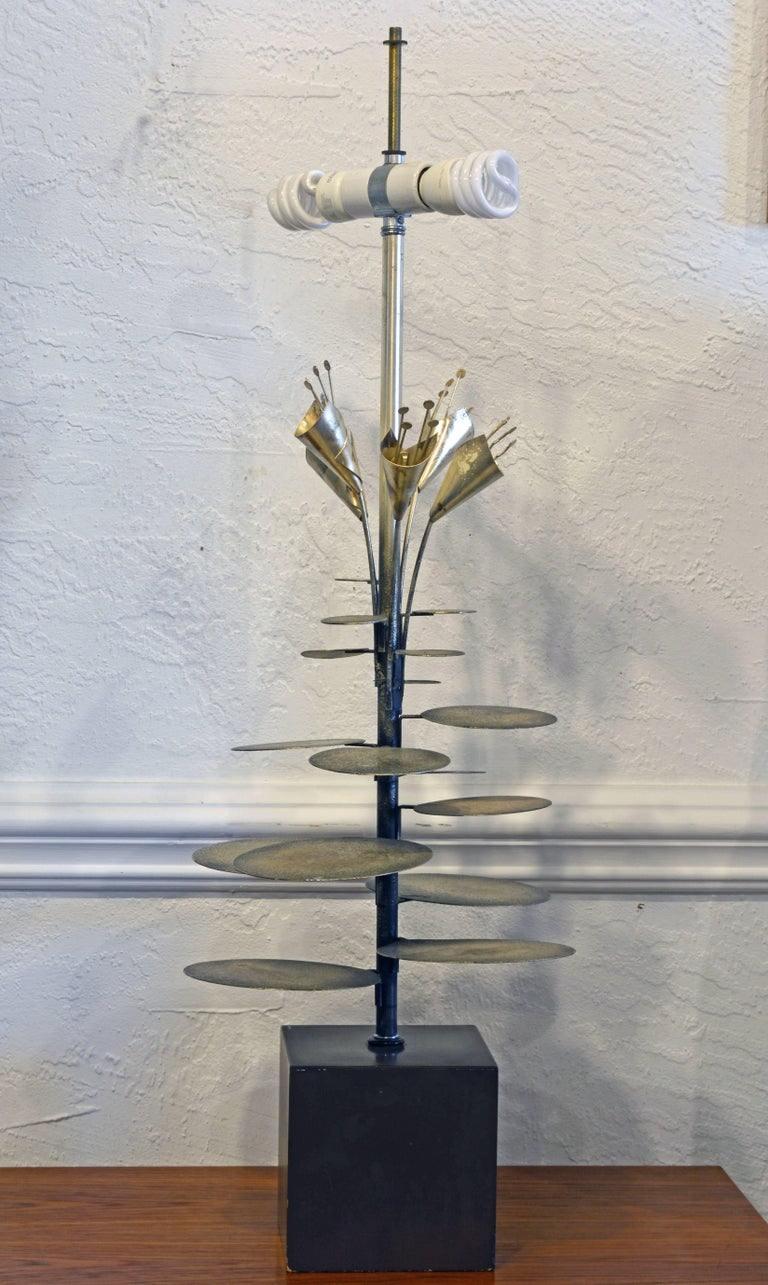 Mid-Century Modern Lilly Pad Silvered Sculptural Table Lamp Style of Curtis Jere For Sale 1