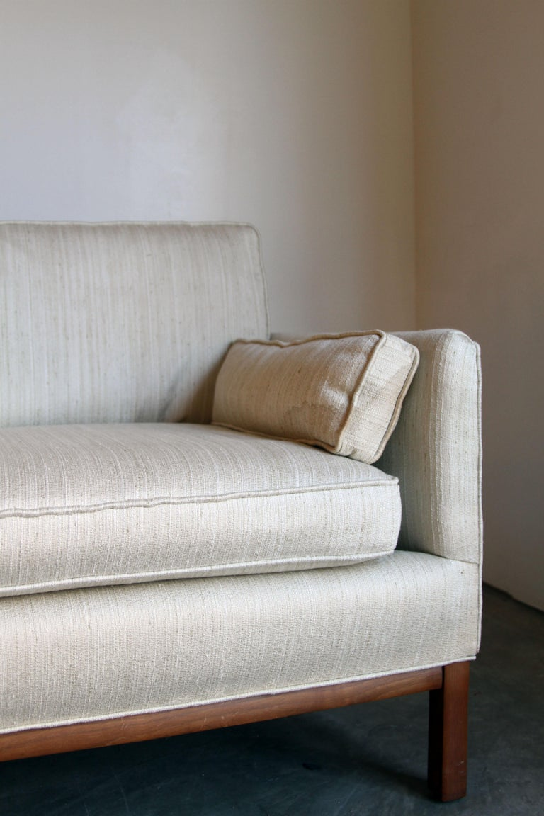 Mid-Century Modern Long and Low Sofa at 1stdibs