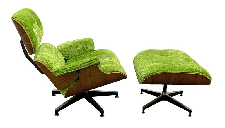 Mid-Century Modern Lounge Chair and Ottoman in Style of Charles and Ray Eames In Good Condition For Sale In San Antonio, TX
